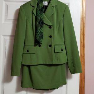 Le Suit Petite Skirt Suit Size 4P